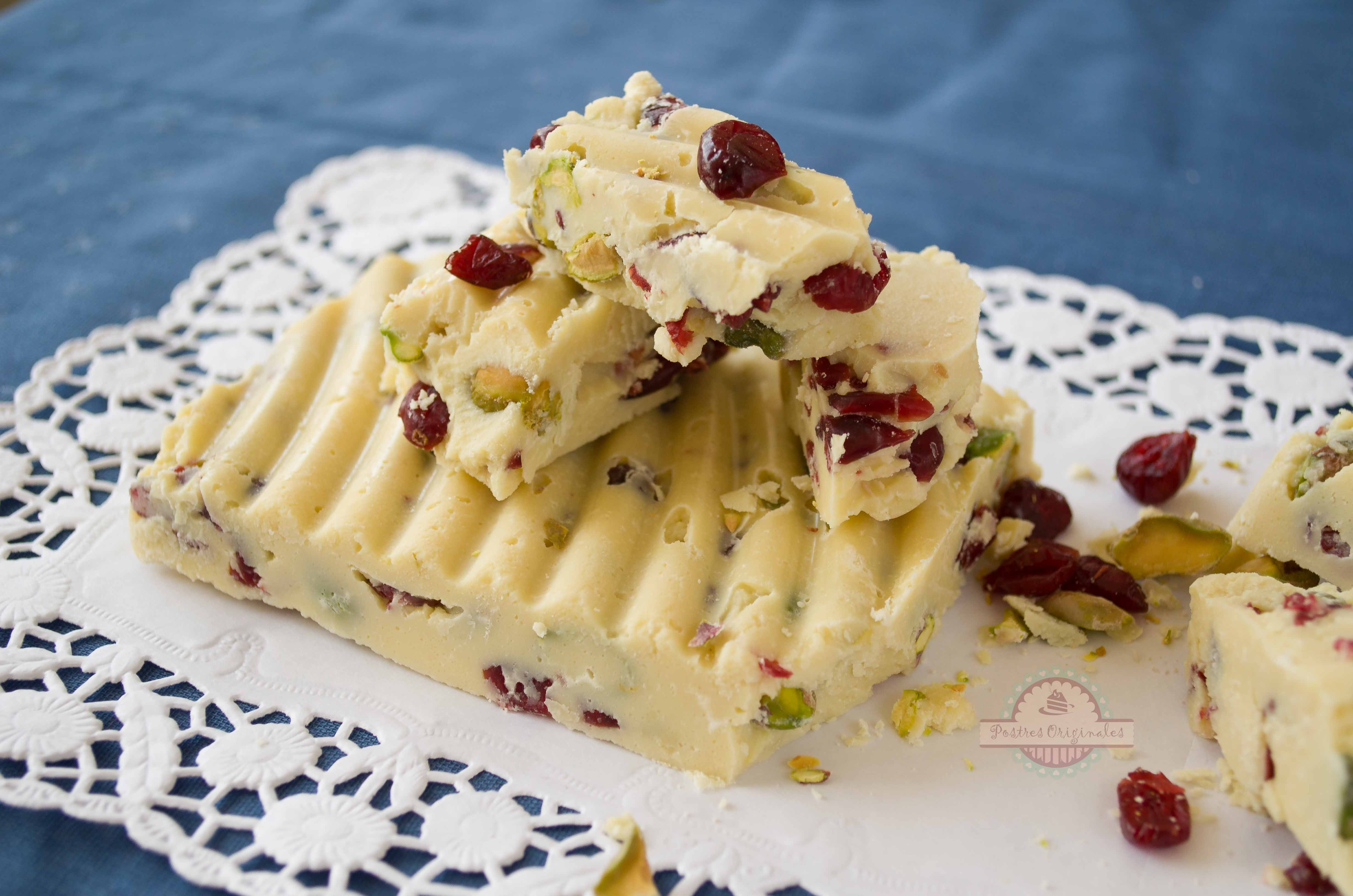 Turr n de chocolate blanco con pistachos y ar ndanos - Postres para impresionar ...